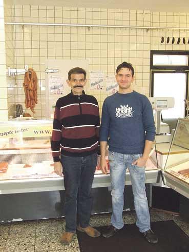 Nachdem er bereits seit neun Jahren in dem Familienbetrieb tätig war, übernimmt Hermann Knoche jr. (rechts) nun die Geschäfte seines Vaters.