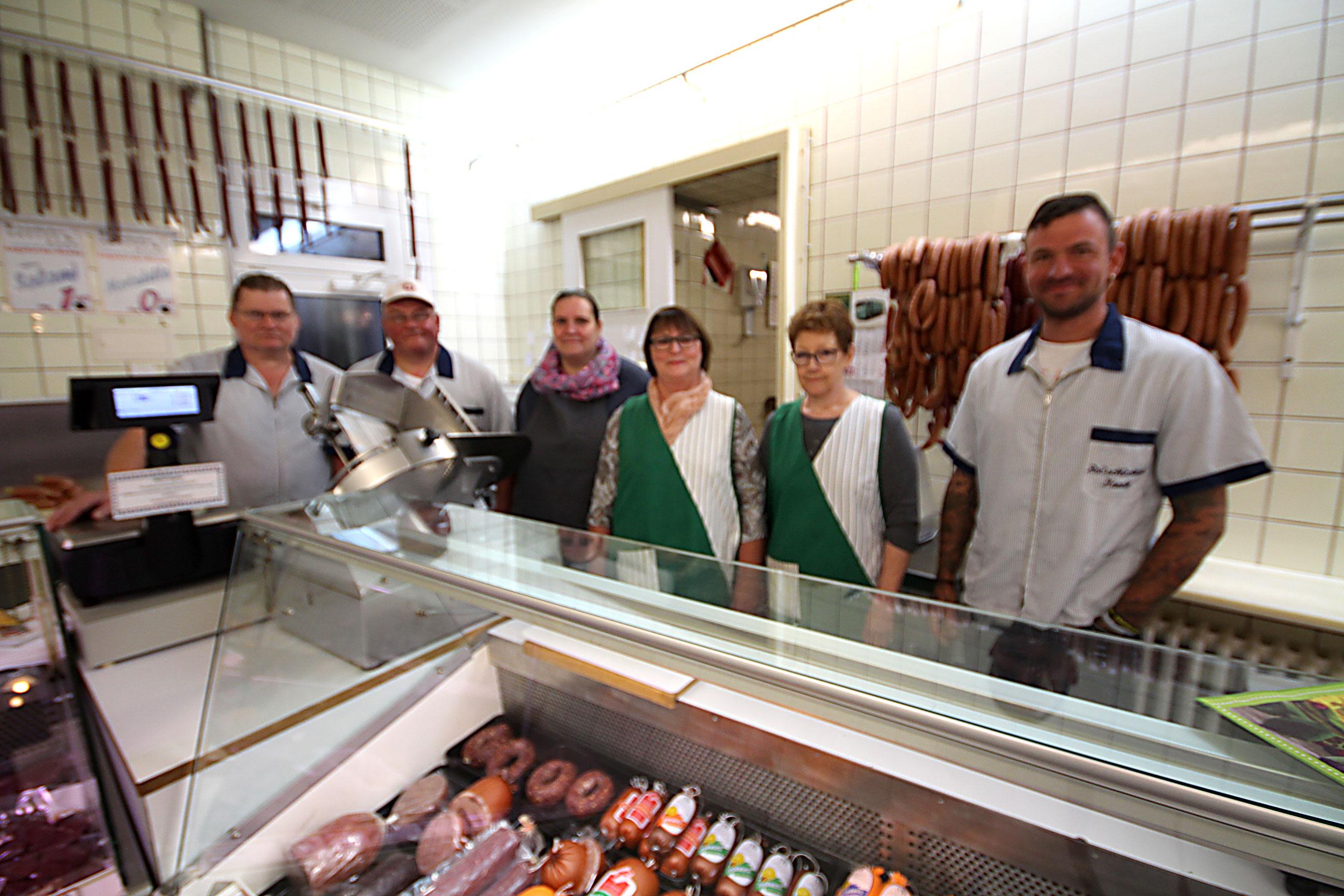 Wir halten stets eine große Auswahl an frischer Fleisch- und Wurstware für Sie bereit.